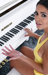 Zongorista tini megrémült a nagy farok látványától - utána már megnyugodott