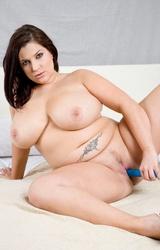 Molett anyuka meztelen teste