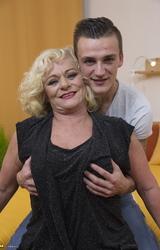 Sara Szőke Nagy Cicis Anya Fiával Dug - 31/162 kép