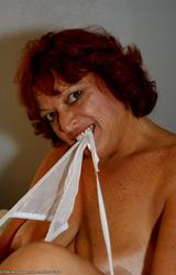Amatőr Cigány Nagy Cicis Anya Fehérneműben 738 - 63/70 kép