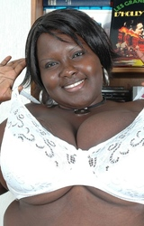 Molett kövér anyuka nagy csöcsökkel