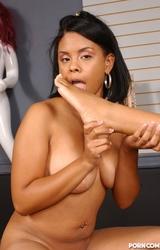 Olívia szereti kényeztetni leszbi barátnőjét