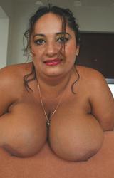 Roma anyuka nagy csöcsökkel - 51/88 kép