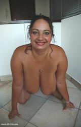 Roma anyuka nagy csöcsökkel - 75/88 kép