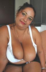 Roma anyuka nagy csöcsökkel - 20/88 kép