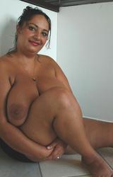 Roma anyuka nagy csöcsökkel - 78/88 kép