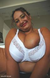 Roma anyuka nagy csöcsökkel - 18/88 kép