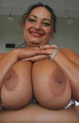 Roma anyuka nagy csöcsökkel - 30/88 kép