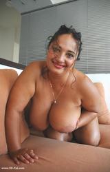Roma anyuka nagy csöcsökkel - 36/88 kép