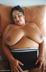 Roma anyuka nagy csöcsökkel - 45/88 kép