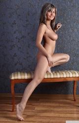 Szép és aranyos tini megmutatja a testét