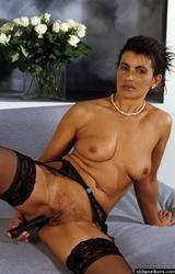 Amatőr roma anyuka maszturbál - 93/94 kép