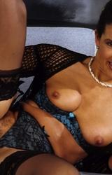 Amatőr roma anyuka maszturbál - 84/94 kép