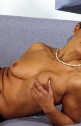 Amatőr roma anyuka maszturbál - 66/94 kép