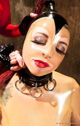 Istállóban alázta meg a perverz lányát