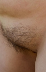Duci, szőrös hónaljú tini meztelenül