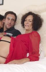 Roma anyuka barátnőjével és a nagy farkú sráccal szexel - 10/103 kép