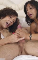 Roma anyuka barátnőjével és a nagy farkú sráccal szexel - 99/103 kép