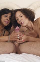 Roma anyuka barátnőjével és a nagy farkú sráccal szexel - 41/103 kép