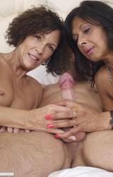 Roma anyuka barátnőjével és a nagy farkú sráccal szexel - 96/103 kép