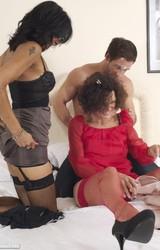 Roma anyuka barátnőjével és a nagy farkú sráccal szexel - 29/103 kép