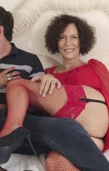 Roma anyuka barátnőjével és a nagy farkú sráccal szexel - 9/103 kép