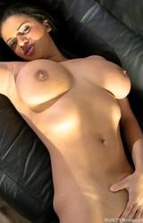 Alexa szexi nagy cicis roma anya leveszi szürke ruháját - 102/115 kép