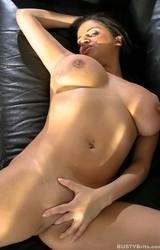 Alexa szexi nagy cicis roma anya leveszi szürke ruháját - 101/115 kép
