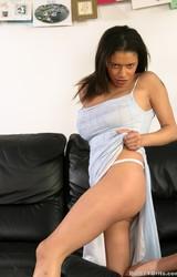 Alexa szexi nagy cicis roma anya leveszi szürke ruháját - 11/115 kép