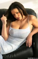 Alexa szexi nagy cicis roma anya leveszi szürke ruháját - 4/115 kép