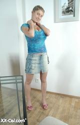 Kati csodás nagy mellekkel pózol meztelenül