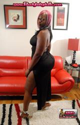 Gigászi fekete nő
