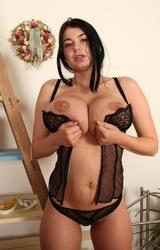 Szobafestés közben levette az összes ruháját