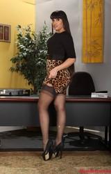 Szexi szőrös puncis roma titkárnők az irodában huncutkodnak - 185/190 kép