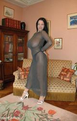 Dögös tini átlátszó ruhában hatalmas cicikkel