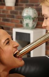 Leszbikus lányok szeretik egymás punciját kinyalni