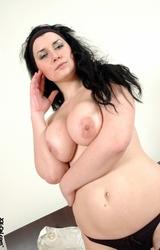Roma anyuka nagy mellekkel és szép puncival meztelenül - 37/84 kép