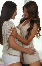 Két leszbikus dögös csajszi