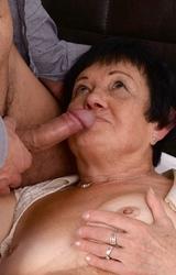 Juliska néni még mindig szereti a faszt
