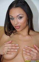 Feketebőrű szexi tini nagy mellekkel
