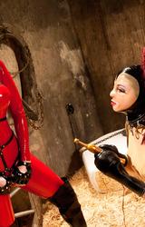 Fiatal testvérpár furcsa perverz játékai az istállóban