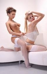 Leszbikus lányok smárolnak