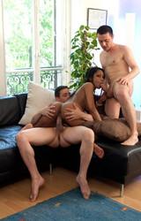 Kata szexi roma csaj két nagy farkú pasival szexel - 87/150 kép