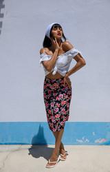 Szexi roma csaj meztelenül napozott - 1/117 kép